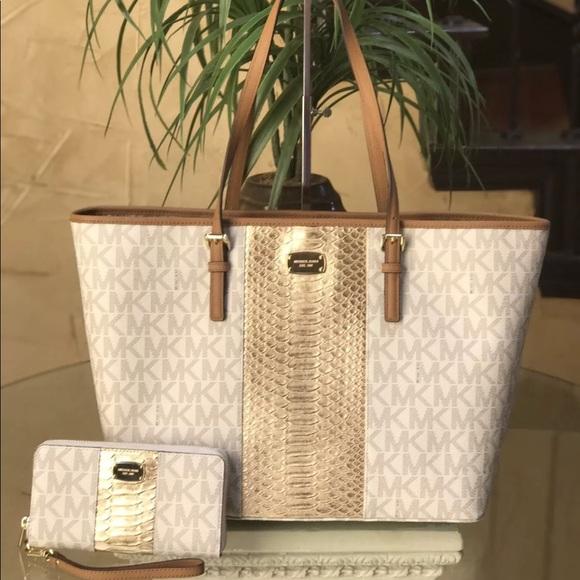 Purse//handbag//shoulder bag brown w//gold circle design 7X12 NWT Free shipping